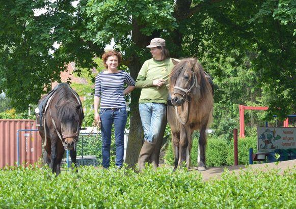 Grietje en Jan bij de IJslanders waar hij zo graag tochtjes op maakte.