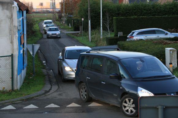 De politie stelde de voorbije maand 34 pv's op voor sluipverkeer in de omgeving van de Neerstraat en Half Maan.