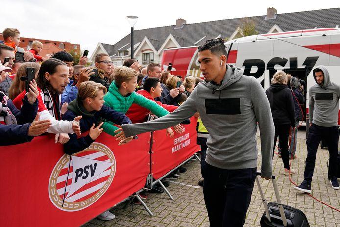 Érick Gutiérrez komt aan bij het Philips Stadion.