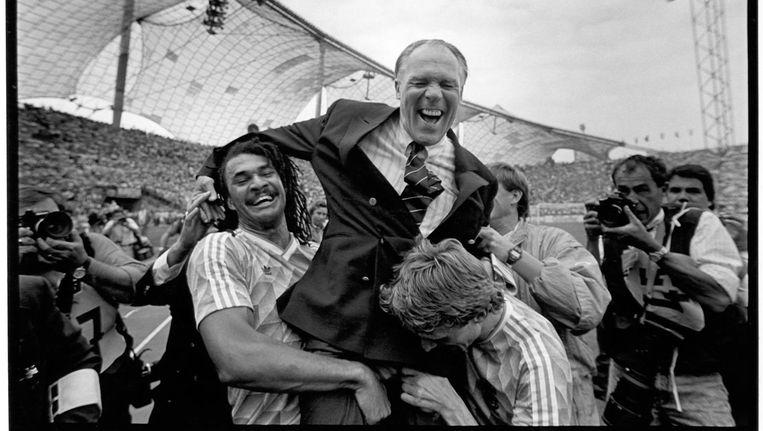 1988. Nederland is Europees kampioen. Beeld Foto: Guus Dubbelman / de Volkskrant