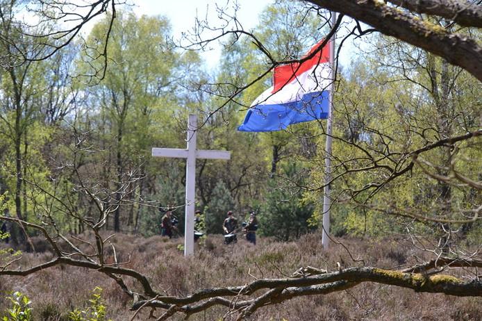 Herdenkingskruis in het Jannetjesdal op de  Leusderheide, waar de herdenking vrijdag 20 juli, plaatsvond.