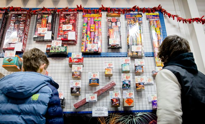 De burgemeester van Capelle wil dat stap voor stap het afsteken van vuurwerk wordt verboden.