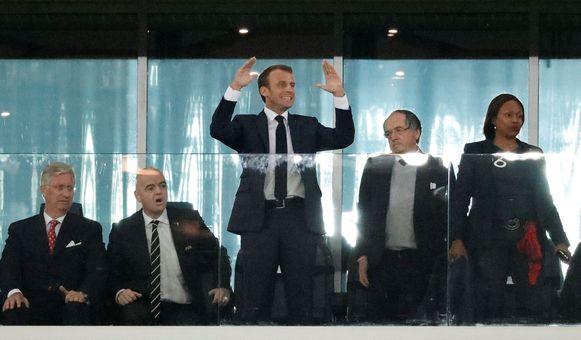 Van l naar r: Koning Filip, FIFA-baas Infantino en de Franse president Macron.