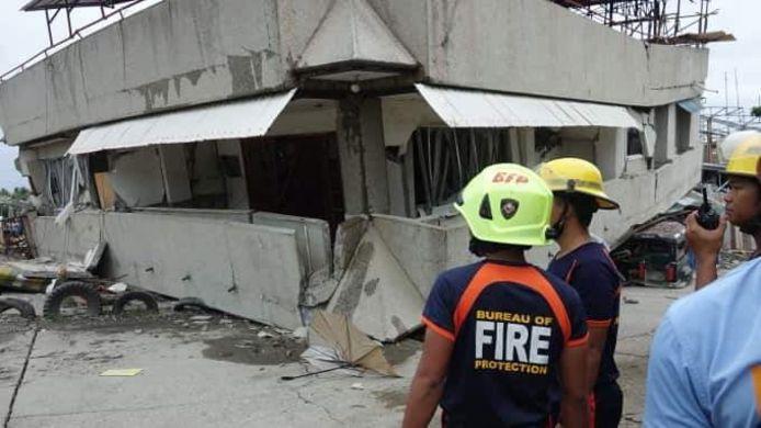 Een ingestort gebouw in Padada.