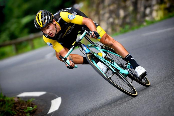 Primoz Roglic daalt tijdens de 19de etappe van de Tour van vorig jaar.