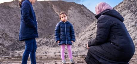De kleine Esra (4) zakte weg in drijfzand: 'Als de politie er niet was geweest, was ze kopje-onder gegaan'