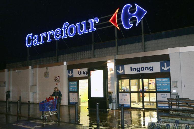 In de Carrefour in Voortkapel moet 40% van het personeel vertrekken.