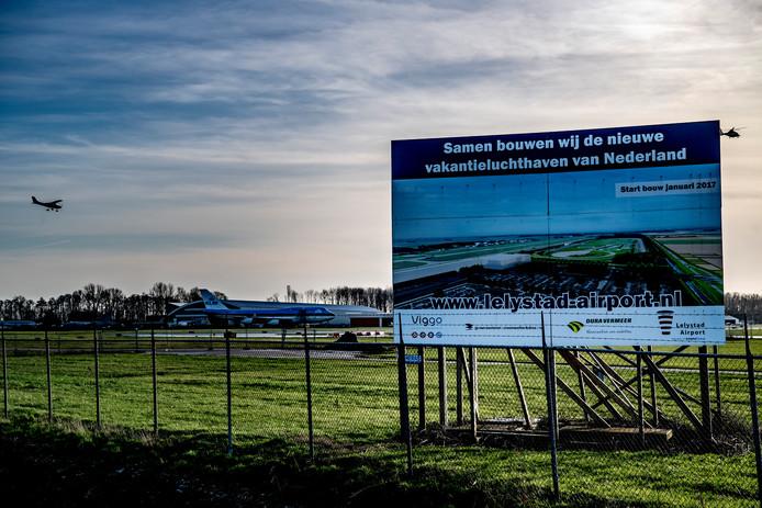 Lelystad Airport moet de nieuwe vakantieluchthaven van Nederland worden.