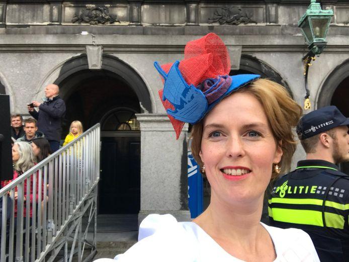 Selfie van Hilde Palland op het Binnenhof, voor het begin van de Troonrede.