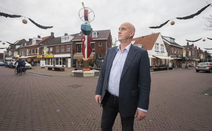 Ondernemer René van Ommen in hartje Goor. Door de BIZ gaan hier 'leuke dingen' gebeuren.