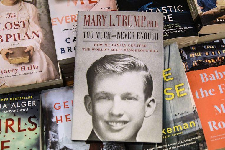 Het boek van Donald Trumps nicht Mary verkocht op de eerste dag een bijna een miljoen exemplaren Beeld AFP