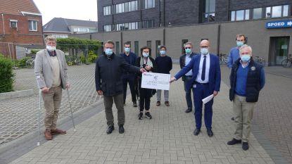 T-shirtveiling KMSK Deinze brengt 4.750 euro op voor triagecentrum en ziekenhuis