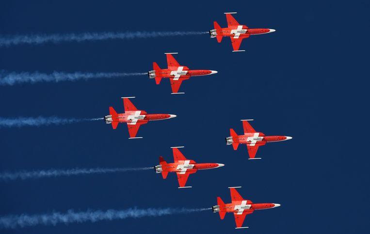 De Zwitserse luchtmacht gaf per ongeluk een luchtshow boven de verkeerde stad.