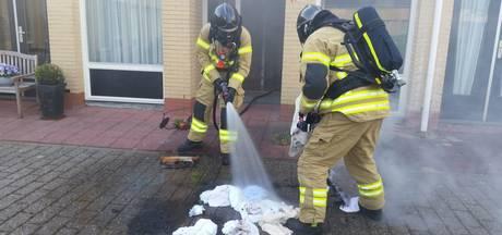 Brandweer rukt uit voor brandje in wasmand
