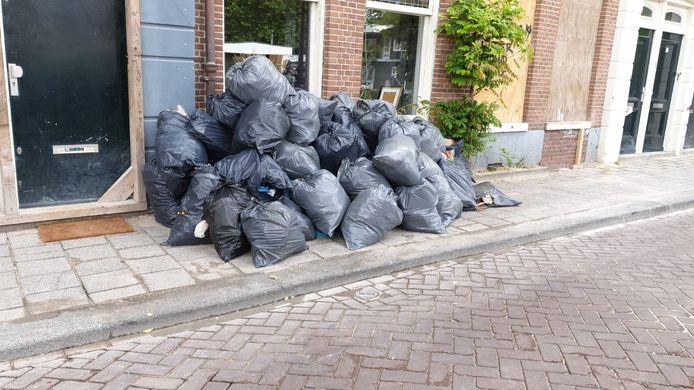 Volgens bewoner Bruce Haase is de Marnixkade een vuilnisbelt geworden.