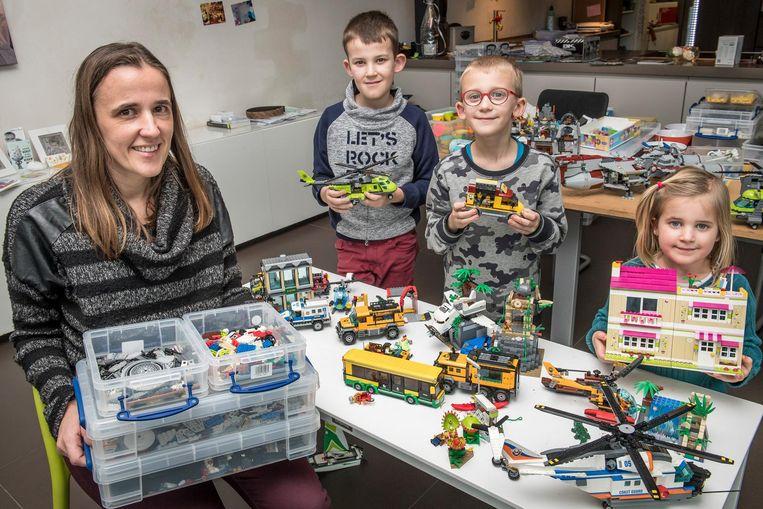 Saskia Buyse showt samen met haar kinderen/vennoten Brent, Lennert en Jente het huurmateriaal van Lego.