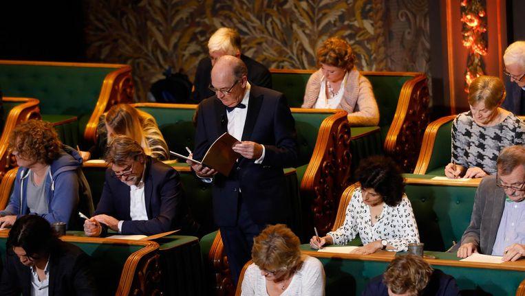 Het Groot Dictee der Nederlandse Taal, met presentator Philip Freriks, is al gesneuveld vanwege teruglopende kijkcijfers Beeld anp