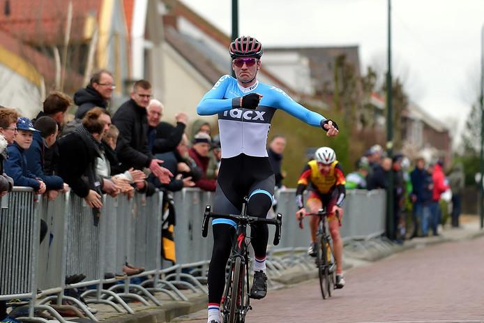 Tim van Dijke won begin dit jaar de Ronde van Oud-Vossemeer in het shirt van ZRTC Theo Middelkamp. Volgend seizoen rijden hij en zijn broer voor Jumbo-Visma.
