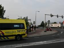 Fietser naar ziekenhuis na botsing met scooterrijder in Leimuiden