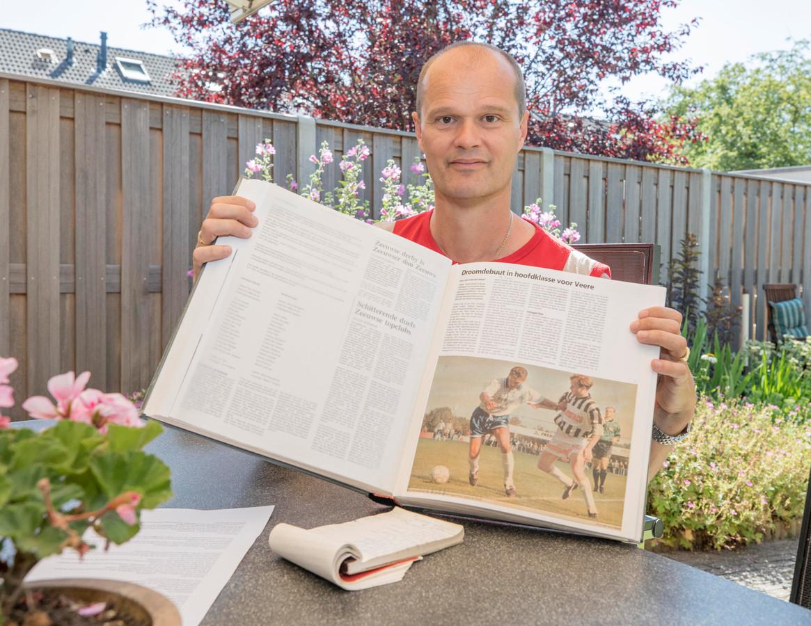 Harold van de Ketterij met één van plakboeken.