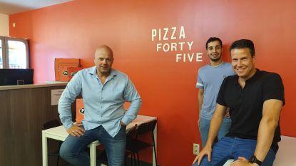 """KVV Vosselaar heeft nu eigen pizza, te koop bij Pizza Forty Five: """"Wie leuke naam vindt, mag hem gratis proeven"""""""