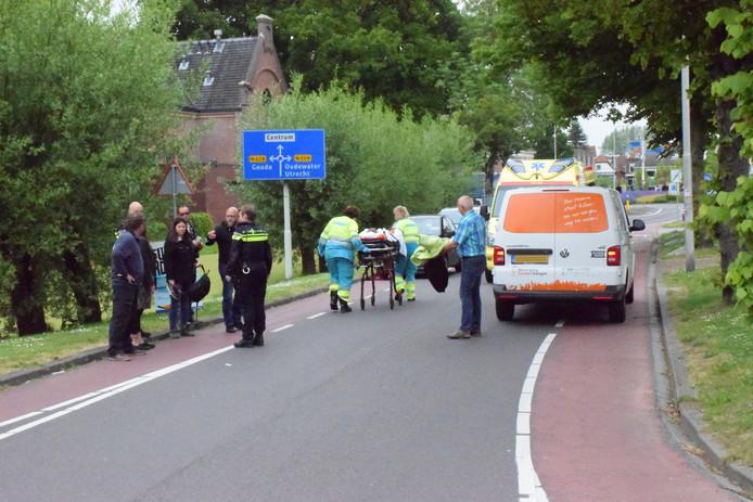 Ambulance bij ongeval aan de Bredeweg in Haastrecht.