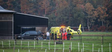 Traumahelikopter landt op boerderij in Scherpenzeel