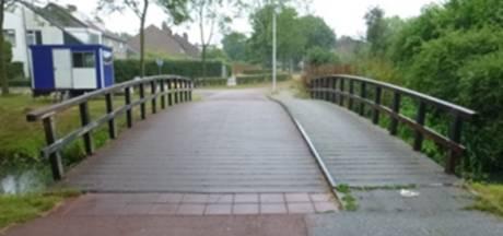 Fiets- en voetgangersbrug Weerwolfspad Houten tijdelijk dicht