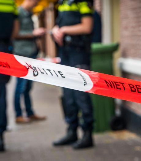 Man neergeschoten in Amsterdam, ook verdacht pakketje aangetroffen