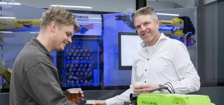 Volkszanger uit Enschede maakt carnavalsplaat over bierrobot uit Enter