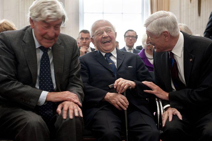 Piet de Jong te midden van andere oud-premier Ruud Lubbers en Dries van Agt in 2012
