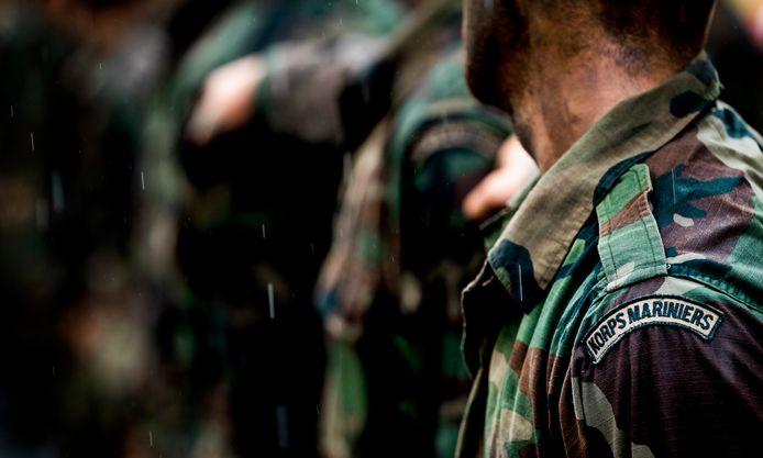 Mariniers-in-opleiding ontvangen hun baret na het afronden van hun opleiding. ANP KOEN VAN WEEL