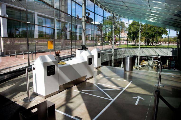 Maatregelen in het Van Gogh Museum in Amsterdam tegen het coronavirus.  Beeld ANP