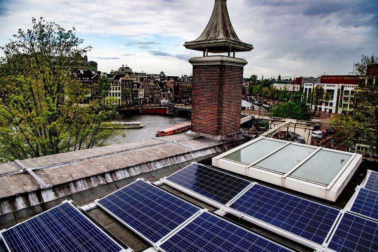 316 zonnepanelen op het dak van museum de Hermitage in Amsterdam. Het monumentale pand is het eerste museale rijksmonument dat is voorzien van zonnepanelen. Beeld ANP