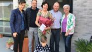 Vier moeders verrast met Kadobon en bloemen