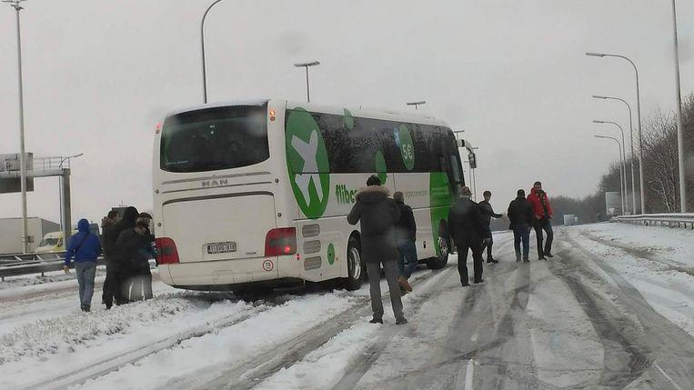 Op De RO in Groot-Bijgaarden reed een bus zich vast.