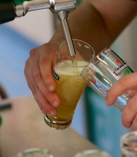 Nieuwsoverzicht | Flinke stijging besmettingen in Brabant - Bier voor stuntprijzen op laatste kroegavond