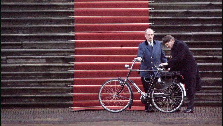 Informateur Donner heeft op paleis Huis ten Bosch zijn verslag over de verkennende fase in de kabinetsformatie aan de koningin gepresenteerd, 3 februari 2003. Beeld Martijn Beekman