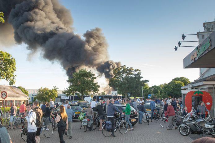 Dat er veel rook vrijkwam bij de brand was tot ver in de omtrek van Zierikzee te zien.