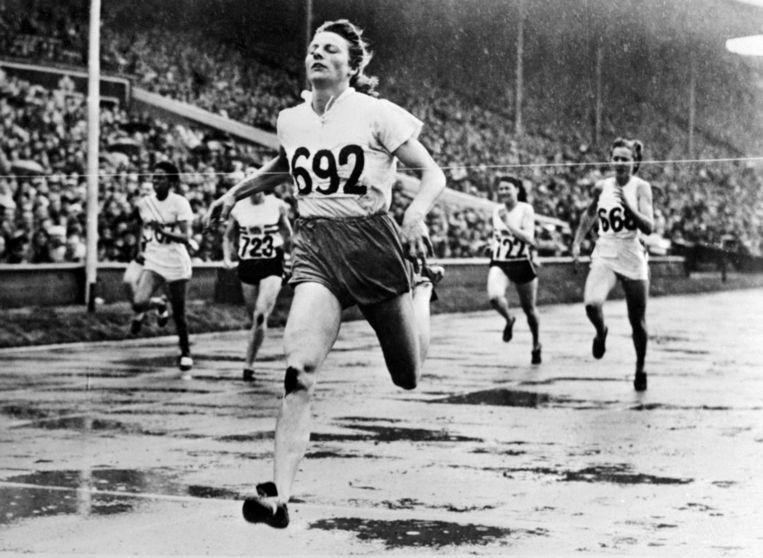 Fanny Blankers-Koen bij de 200 meter-sprint op Spelen in 1948. Beeld anp