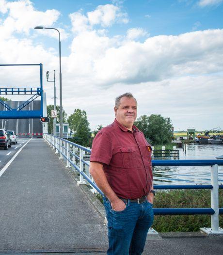 Boze brief en roep om aquaduct: Elburg is gedoe met haperende Elburgerbrug naar Flevoland spuugzat