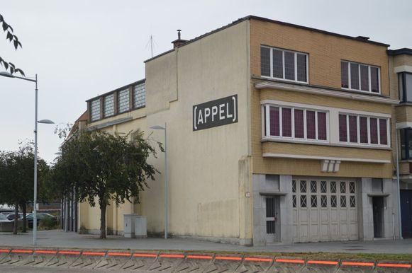 Zo zag het pand, waar Taxi Marcel jaren geleden zat, er vroeger uit. De naam Appel blijft behouden.