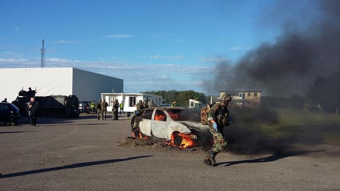 Mariniers oefenen in Brouwershaven.