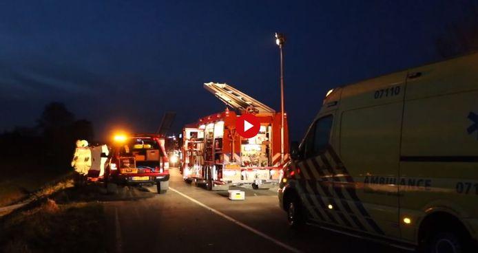 Hulpverleners op de N317 bij Doesburg.