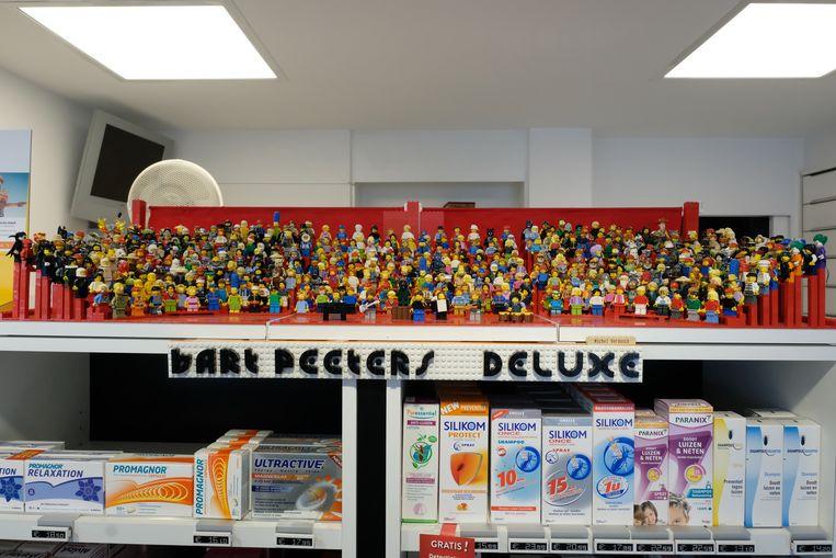 Het Legokoor van verzamelaar Michel Verdonck staat tentoon in zijn Apotheek in Berchem.