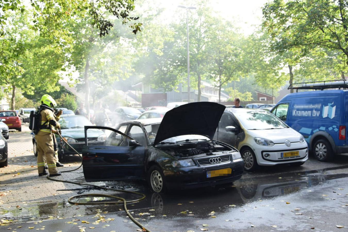 Brandweerlieden op het Arnhemse Schipholplein.