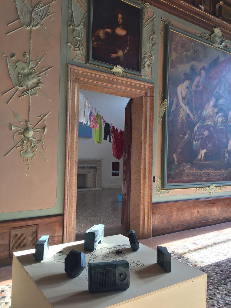 Werk van Bik Van der Pol in het Mauritiuspaviljoen in Venetië, 2015. Beeld Pauline Burmann