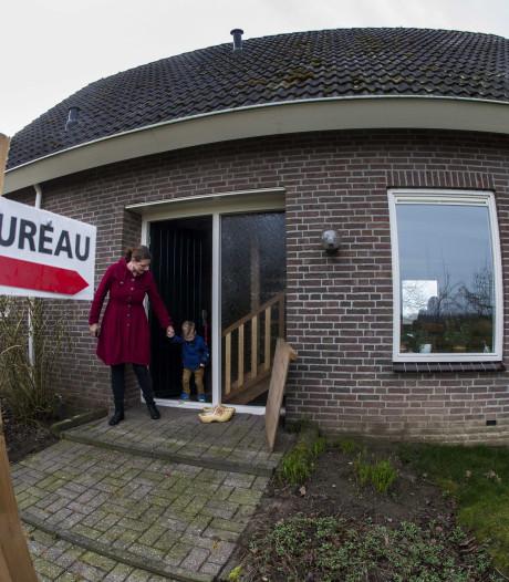 Dijkgraaf bezoekt in Marle kleinste stembureau van Nederland