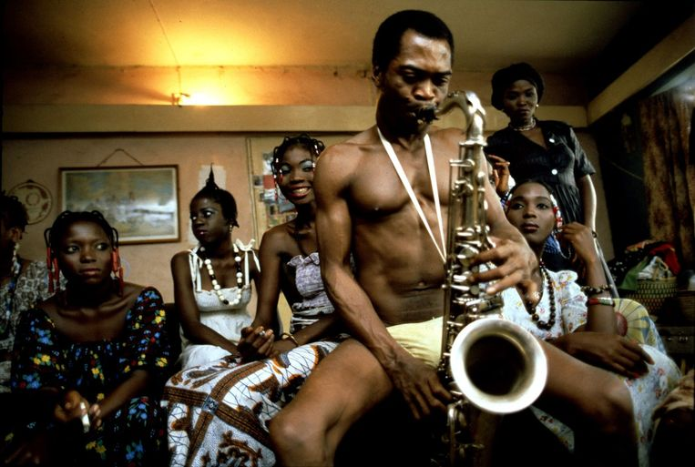 Fela Kuti in Lagos, 1978.'Ik hou zowel van het ritme als van het geluid Afrikanen hebben ongelooflijk mooie stemmen.' Beeld Lebrecht/Hollandse Hoogte