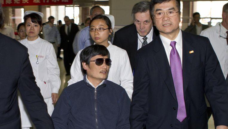 De blinde Chinese dissident Chen (midden) Beeld ap